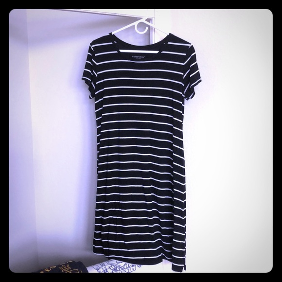 Liz Lange Dresses & Skirts - Striped Dress